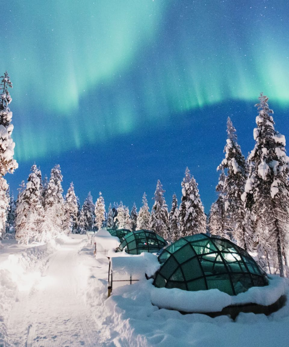 Kakslauttanen-glass-igloos-Northern-Lights-3