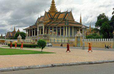 Royal-Palace_In-front_Phnom-Penh