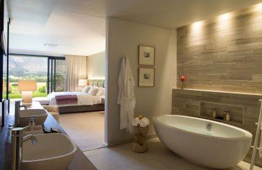 mont-rochelle-28-cap-classique-bathroom