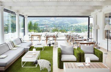mont-rochelle-miko-restaurant-terrace-enclosed