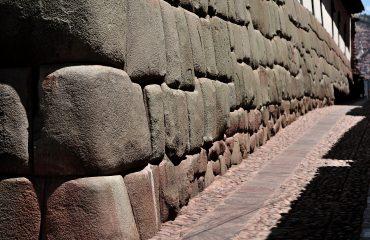 stones-cusco-2608832
