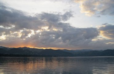 sunrise-over-lake-2098367