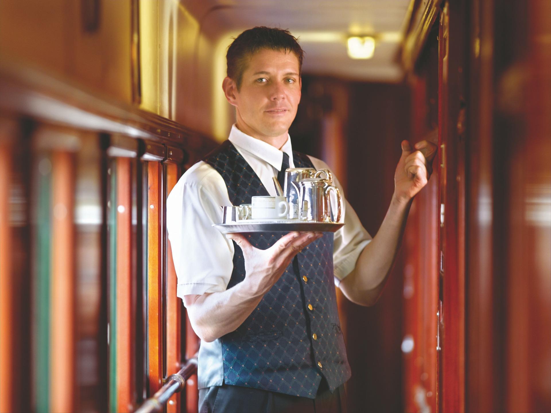 03.NOMAD-luksusowe-pociągi-Rovos-Rail-Afryka-Room-Service