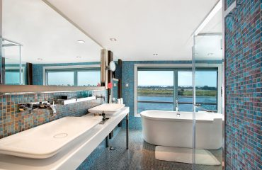 Deluxe Cabin Bathroom - The Oberoi Philae, Luxury Nile Cruiser