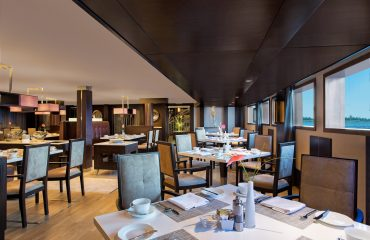 Dining - The Oberoi Philae, Luxury Nile Cruiser