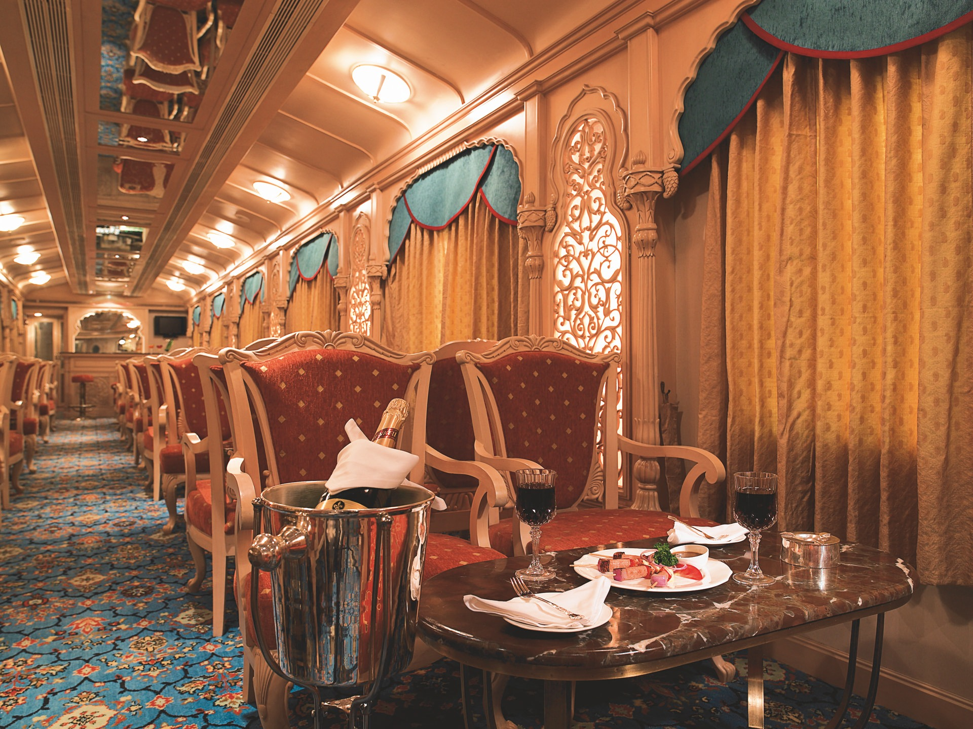 NOMAD-luksusowe-pociągi-Golden-Chariot-Indie-01