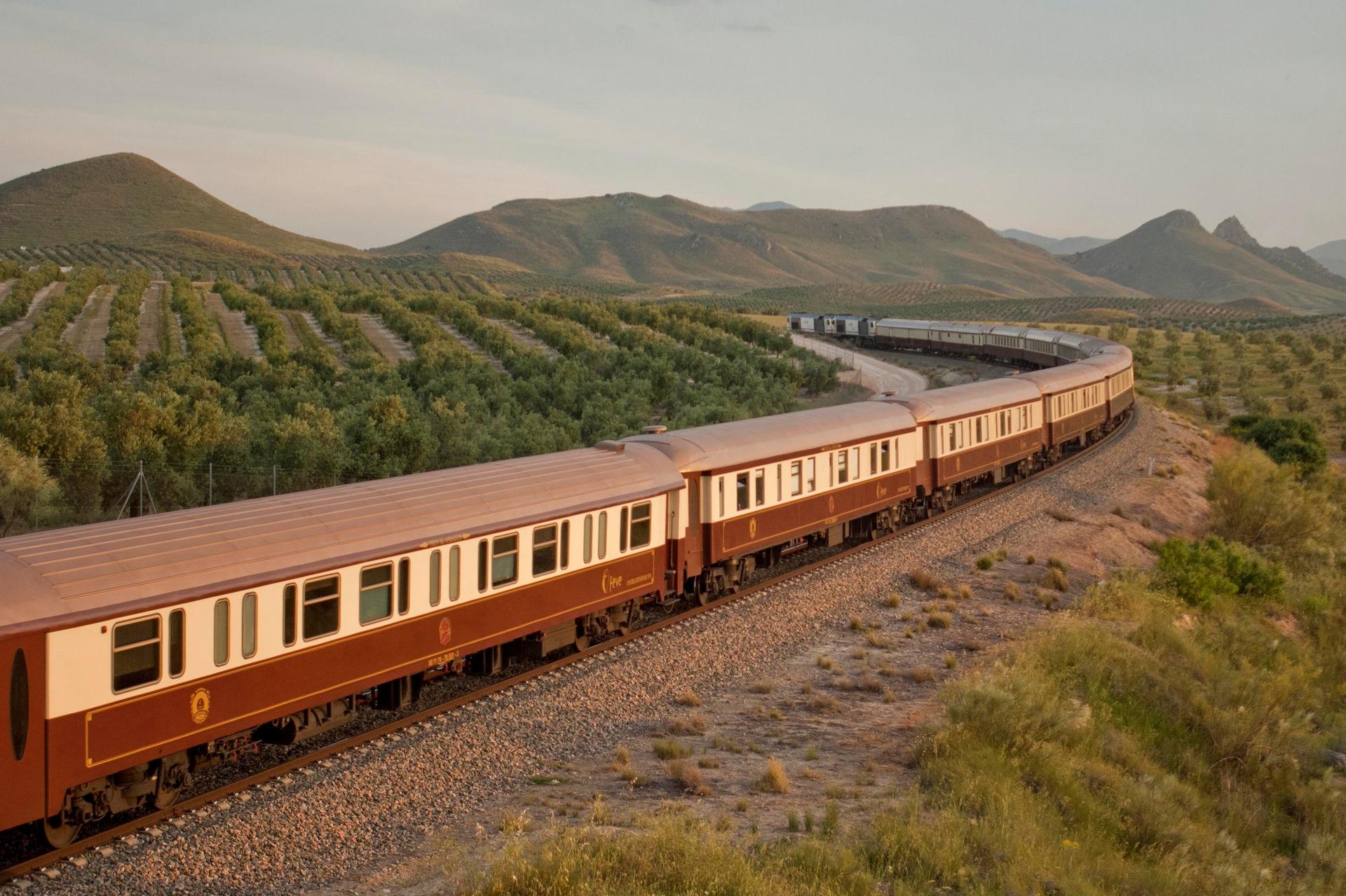 NOMAD-luksusowe-pociągi-w-Hiszpani-Al-Andalus-01