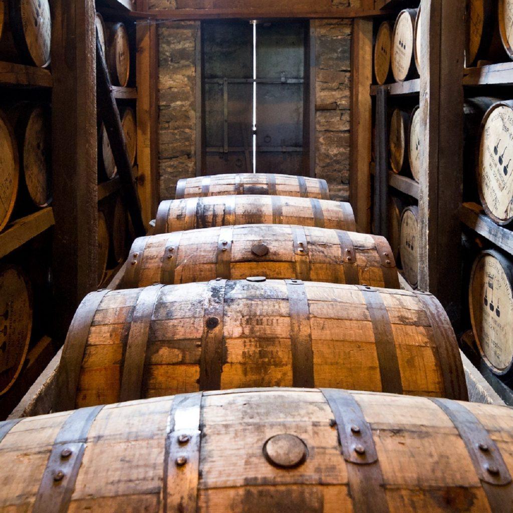 distillery-barrels-591602
