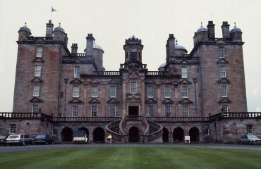 Drumlanrig Castle by Allan Warren CC BY-SA Wikicommons